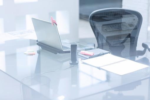 Business「Empty office room」:スマホ壁紙(4)
