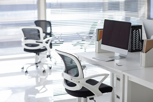 Computer Mouse「Empty office room」:スマホ壁紙(1)