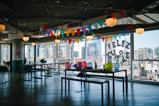 Buenos Aires「Empty office after birthday party」:スマホ壁紙(15)