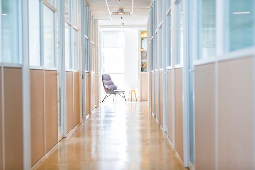 Merging「Empty Office Corridor」:スマホ壁紙(15)