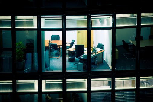 Working「Empty Office at Night」:スマホ壁紙(10)