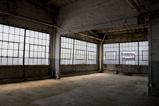 Concrete Block「Empty, old, abandoned factory warehouse」:スマホ壁紙(10)