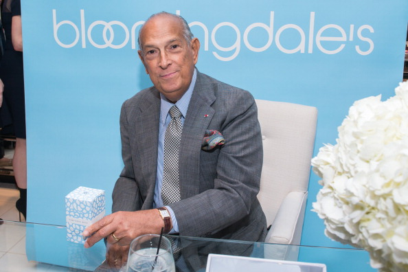 男性一人「Oscar de la Renta Visits Bloomingdale's 59th Street For The Launch Of His New Fragrance, 'Something Blue'」:写真・画像(5)[壁紙.com]