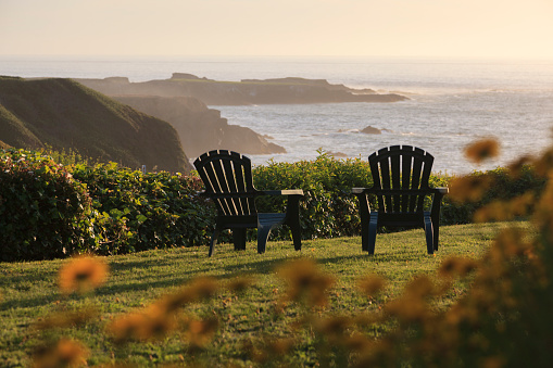 Focus On Background「Mendocino California Coast with Lawn and Chairs」:スマホ壁紙(19)