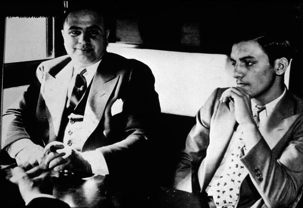 Bench「Al Capone On His Way To Prison」:写真・画像(11)[壁紙.com]