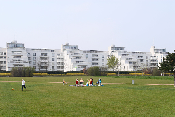 Apartment「Barrier Point Apartments looking over Thames Barrier Park, East London, UK」:写真・画像(2)[壁紙.com]