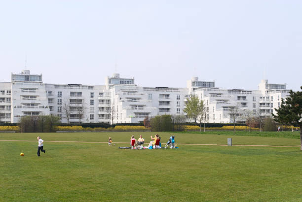 Barrier Point Apartments looking over Thames Barrier Park, East London, UK:ニュース(壁紙.com)