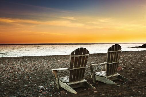 北「ビーチでのバケーションをお楽しみになるノースョアスペリオル湖で夕日」:スマホ壁紙(17)