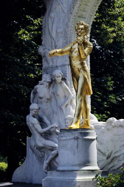 Male Likeness「Johann Strauss monument in the City Park」:写真・画像(7)[壁紙.com]