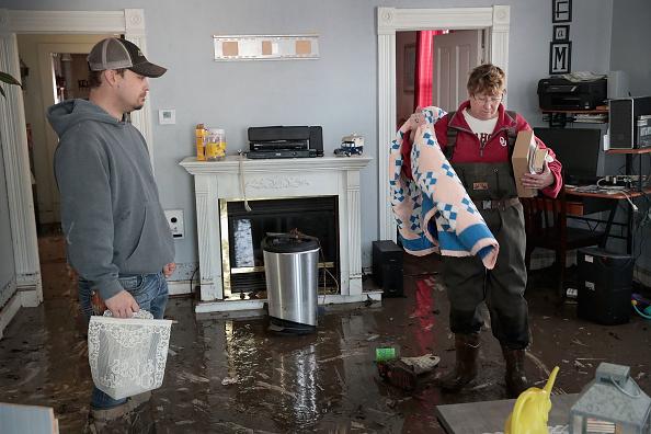 友情「Flooding Continues To Cause Devastation Across Midwest」:写真・画像(15)[壁紙.com]
