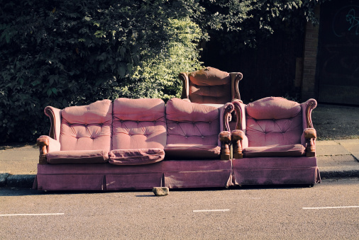 Lost「Sofas abandoned in North London」:スマホ壁紙(14)