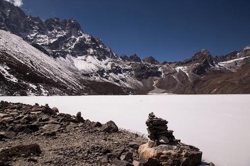 Khumbu「Cairns beside Gokyo Lake, Everest Base Camp via Gokyo Trek, Nepal」:スマホ壁紙(15)