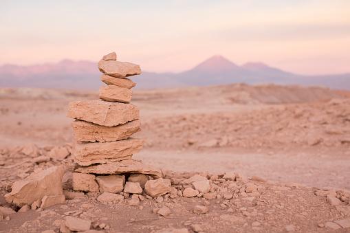 Antofagasta Region「Chile, San Pedro de Atacama, cairn in Atacama desert」:スマホ壁紙(19)