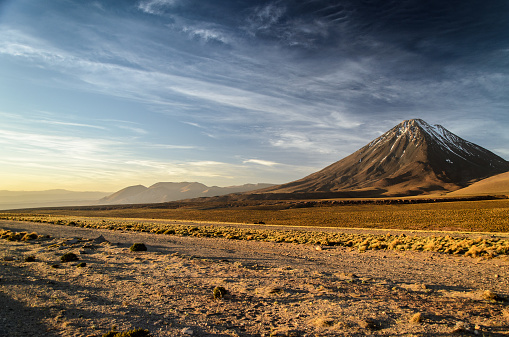 横位置「Chile, San Pedro de Atacama, Licancabur volcano at sunset」:スマホ壁紙(1)