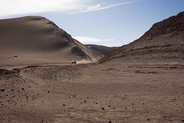 Chile, San Pedro de Atacama, car on dirt road in Atacama desert:スマホ壁紙(壁紙.com)