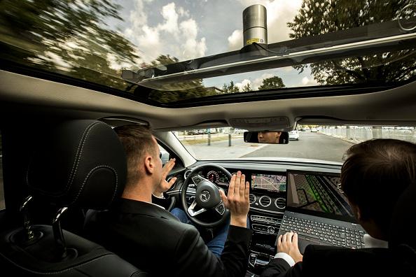 フォーマルウェア「Berlin Launches Autonomous Vehicles Test Route」:写真・画像(1)[壁紙.com]
