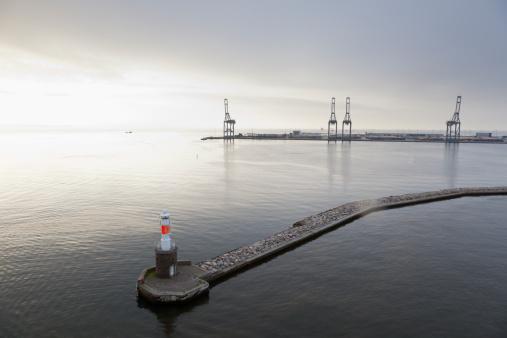 Arhus「Denmark, Aarhus, View of lighthouse and harbour entrance at dusk」:スマホ壁紙(7)