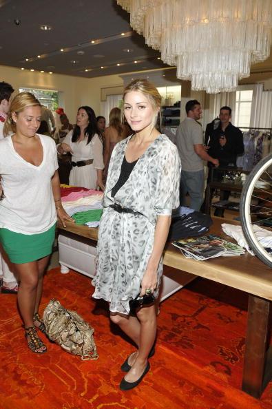 Flat Shoe「Tommy Hilfiger and Hamptons Magazine Preview a Custom Silk Screening T-Shirt Studio」:写真・画像(6)[壁紙.com]