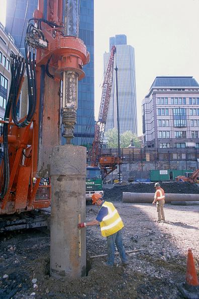 Level - Measurement Tool「Checking alignment of tubular pile. London, United Kingdom.」:写真・画像(14)[壁紙.com]