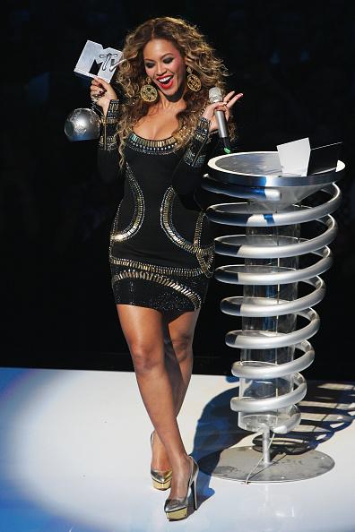体にぴったりしたドレス「MTV Europe Music Awards 2009 - Show」:写真・画像(18)[壁紙.com]