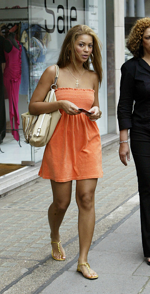 Orange Dress「Beyonce Knowles At Koh Samui In London」:写真・画像(8)[壁紙.com]
