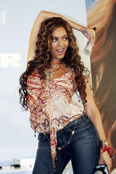 Blouse「Beyonce Knowles Instore Appearance」:写真・画像(13)[壁紙.com]