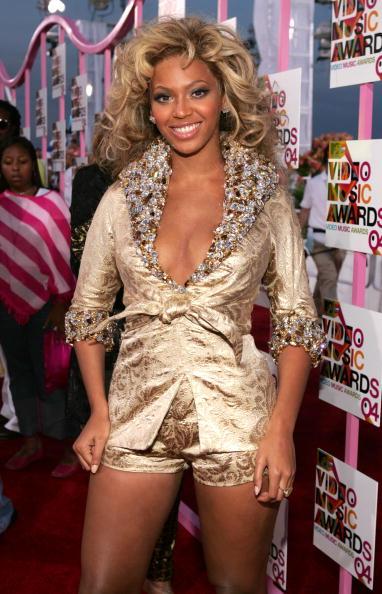Metallic Dress「2004 MTV Video Music Awards - Arrivals」:写真・画像(13)[壁紙.com]