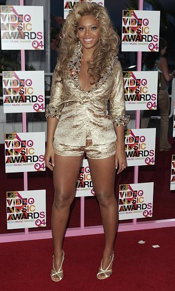Metallic Dress「2004 MTV Video Music Awards - Arrivals」:写真・画像(7)[壁紙.com]