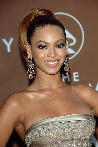 Sweeping「48th Annual Grammy Awards - Arrivals」:写真・画像(13)[壁紙.com]