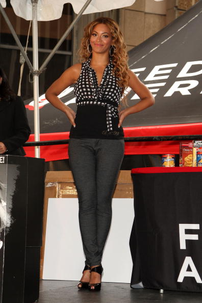 "Halter Top「Beyonce KicksOff National ""Show Your Helping Hand"" Hunger Relief Initiative」:写真・画像(12)[壁紙.com]"