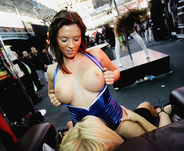 Sensuality「No Holds Barred As Erotica Fair Opens In London」:写真・画像(16)[壁紙.com]