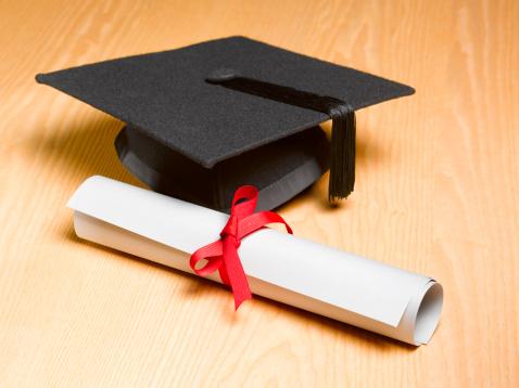 Graduation「Mortar board and certificate on wooden background」:スマホ壁紙(16)