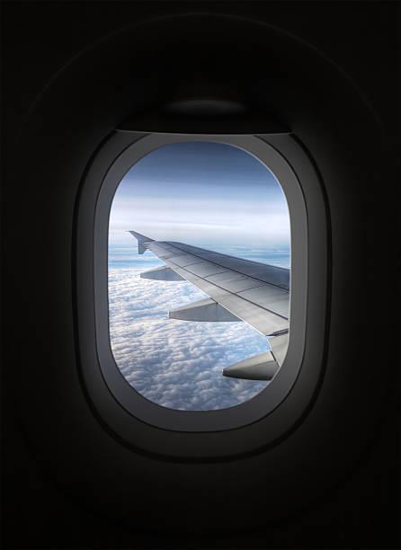 View looking through an airplane window:スマホ壁紙(壁紙.com)