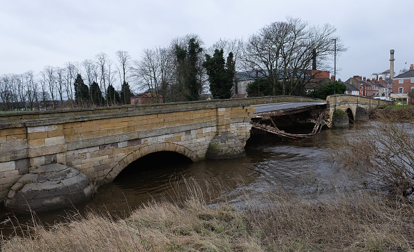 Bridge - Built Structure「Storm Frank Causes More Flooding In The North of England」:写真・画像(4)[壁紙.com]