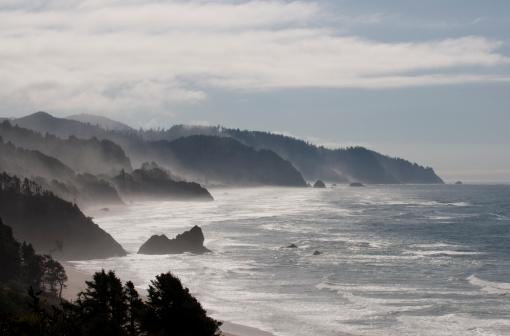 Cannon Beach「Sea Stacks and Coastal Fog. Location just south of Cannon Beach. Cape Falcon is the most distant point. Oregon Coast, USA」:スマホ壁紙(11)