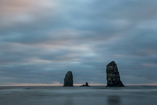 Sea stacks  at Cannon Beach:スマホ壁紙(壁紙.com)