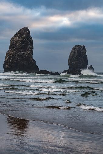 Cannon Beach「Sea stacks  at Cannon Beach」:スマホ壁紙(9)