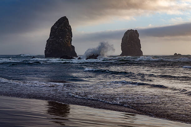 Sea stacks  at Cannon Beach:スマホ壁紙(壁紙.com)