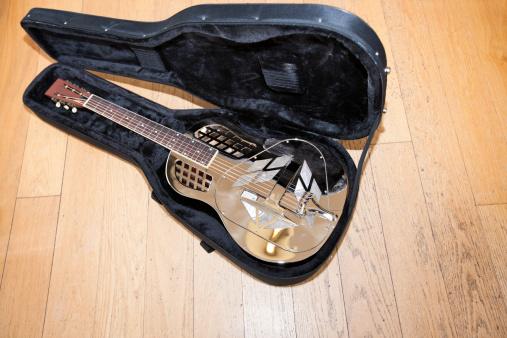 Rock Music「Full view of resonator guitar in carry case」:スマホ壁紙(19)