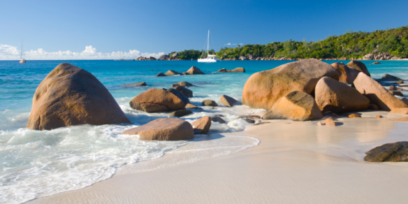 Catamaran「Rocky shore, Anse Lazio, Praslin, Seychelles」:スマホ壁紙(14)