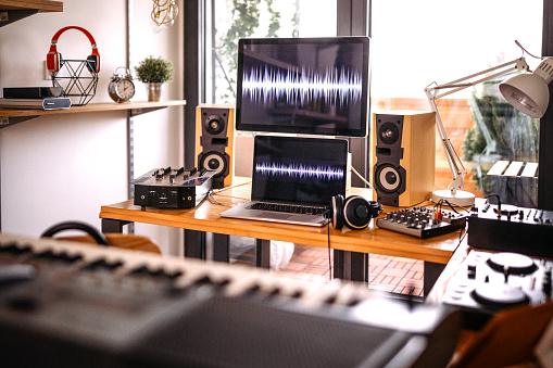 Audio Equipment「Home recording studio」:スマホ壁紙(0)