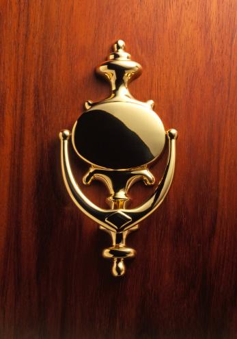 Front Door「Elegant Brass Door Knocker」:スマホ壁紙(15)