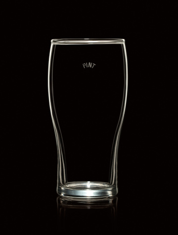 Beer「Empty Pint Beer Glass Isolated on Black Background」:スマホ壁紙(17)