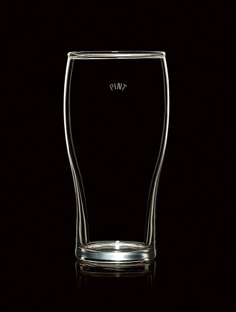 Empty Pint Beer Glass Isolated on Black Background:スマホ壁紙(壁紙.com)
