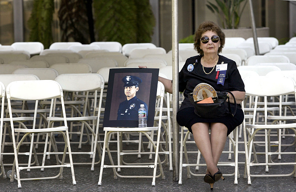 Responsibility「L.A. Police Department Pays Homage To Fallen Officers」:写真・画像(14)[壁紙.com]