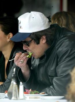 Salad「Benicio Del Toro At Le Petite Four Restaurant」:写真・画像(9)[壁紙.com]