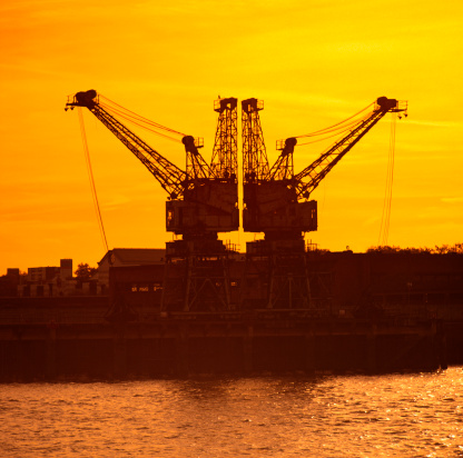 Wandsworth「Dock cranes against orange sky at sunset, silhouette (gel effect)」:スマホ壁紙(13)