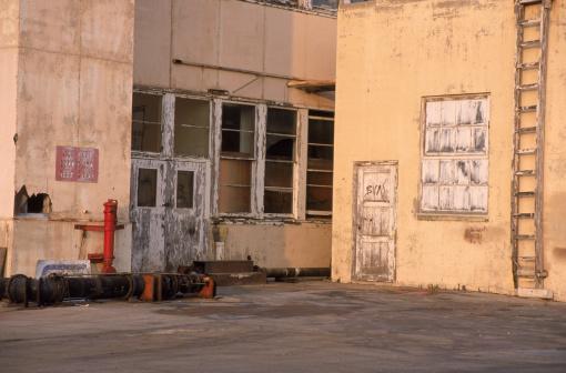 Outdoors「Abandoned warehouse」:スマホ壁紙(10)