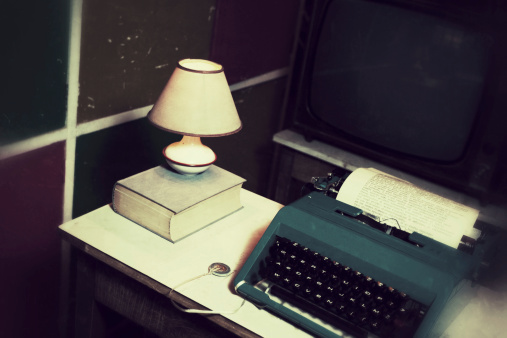 Manuscript「Old Office with Vintage Typewriter and Document」:スマホ壁紙(17)