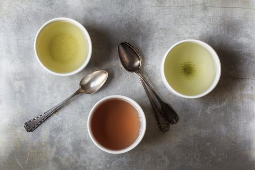 緑茶「Three tea bowls of Sencha, Hojicha, Genmaicha and three tea spoons」:スマホ壁紙(7)